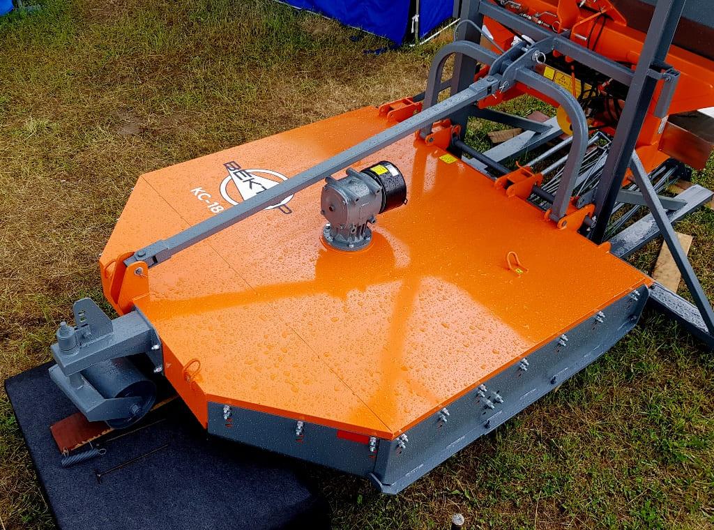 Изображение косилки для трактора Вектор